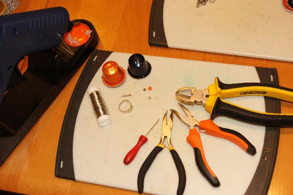 bastelanleitung ringe aus nespresso kapseln mit perlen modeschmuck und handarbeitmodeschmuck. Black Bedroom Furniture Sets. Home Design Ideas